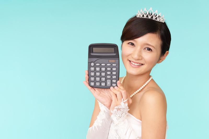 電卓持つ花嫁
